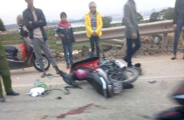 Đâm vào xe máy, tài xế container bỏ chạy tại Quảng Ninh.