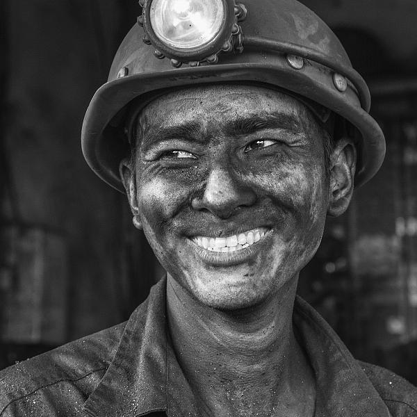 """""""Chảy nước mắt"""" với hình ảnh người thợ mỏ Quảng Ninh"""