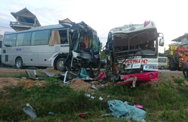 Quảng Ninh: 2 xe khách đâm nhau, người nước ngoài bị thương