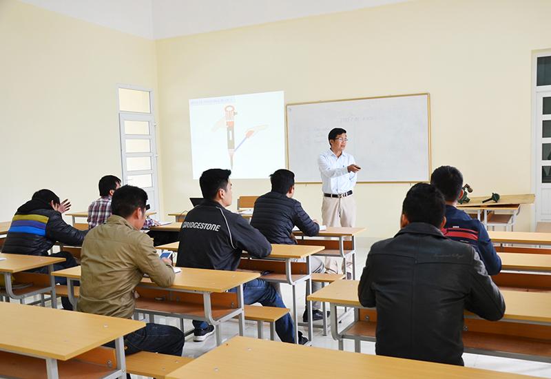 Nâng cao chất lượng đội ngũ giáo viên dạy nghề